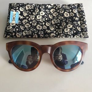 TOMS Women's Traveler by TOMS Florentin